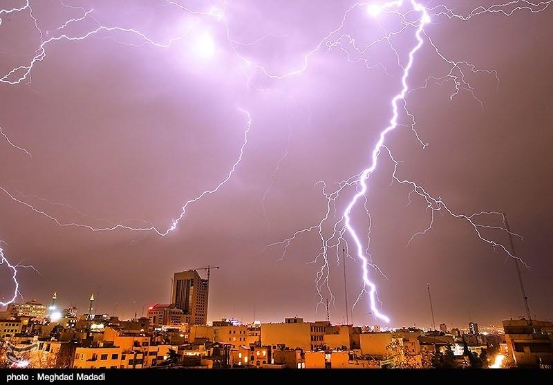 توفان و رعد و برق